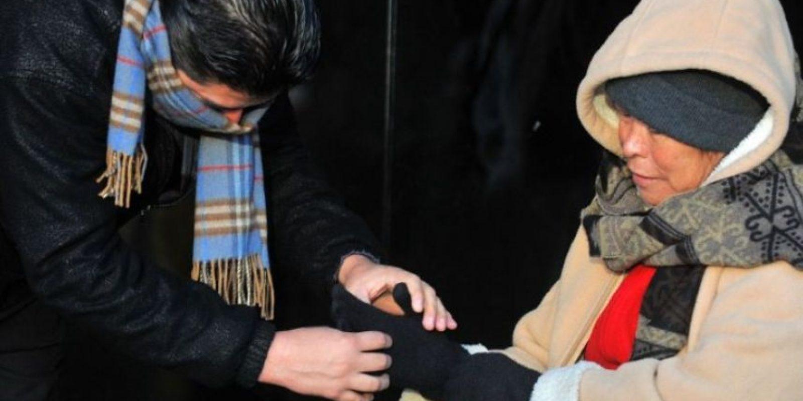Autoridades recomiendan abrigarse. Foto:Johan Ordóñez /AFP