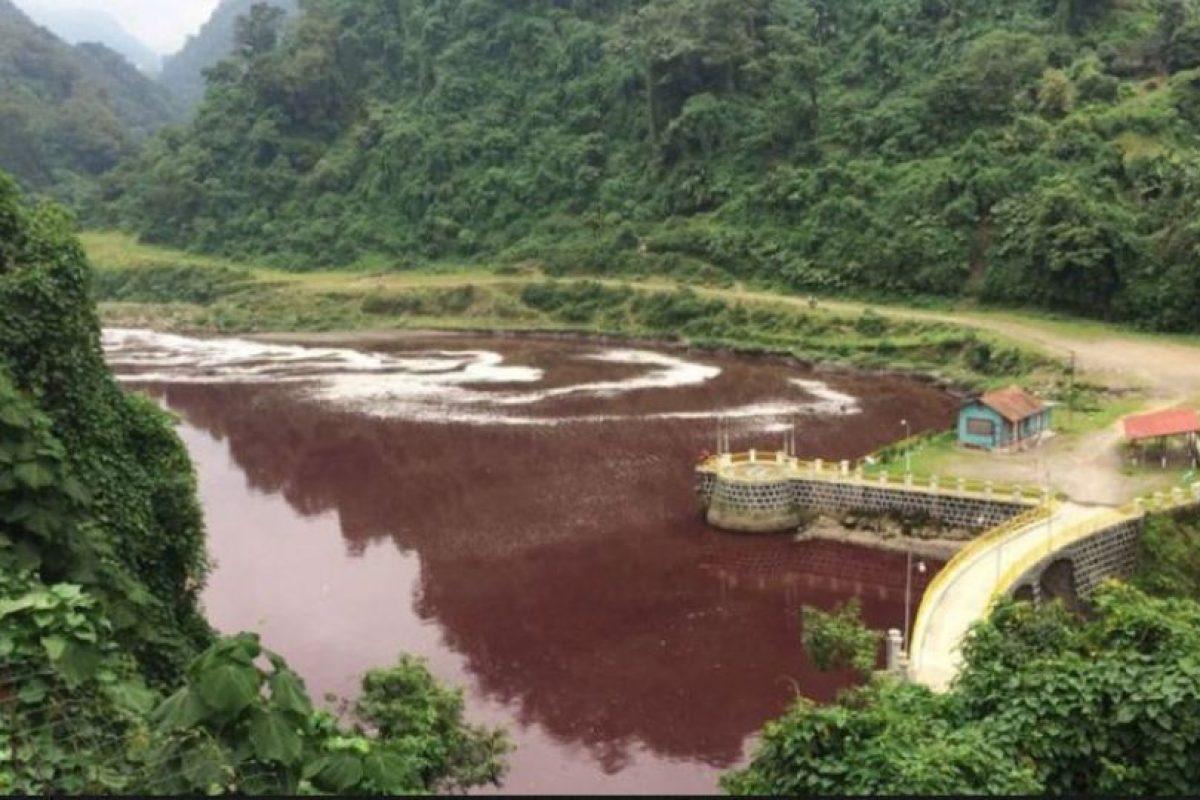 El 14 de octubre se observó el cambio de color en el río Samalá. Foto:Stereo100Xela