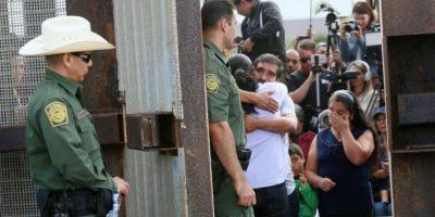 Tres minutos para abrazarse en la frontera entre EEUU y México