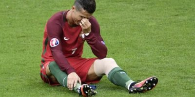 Cristiano Ronaldo se retiró lesionado de la final de la EURO 2016. Foto:AFP