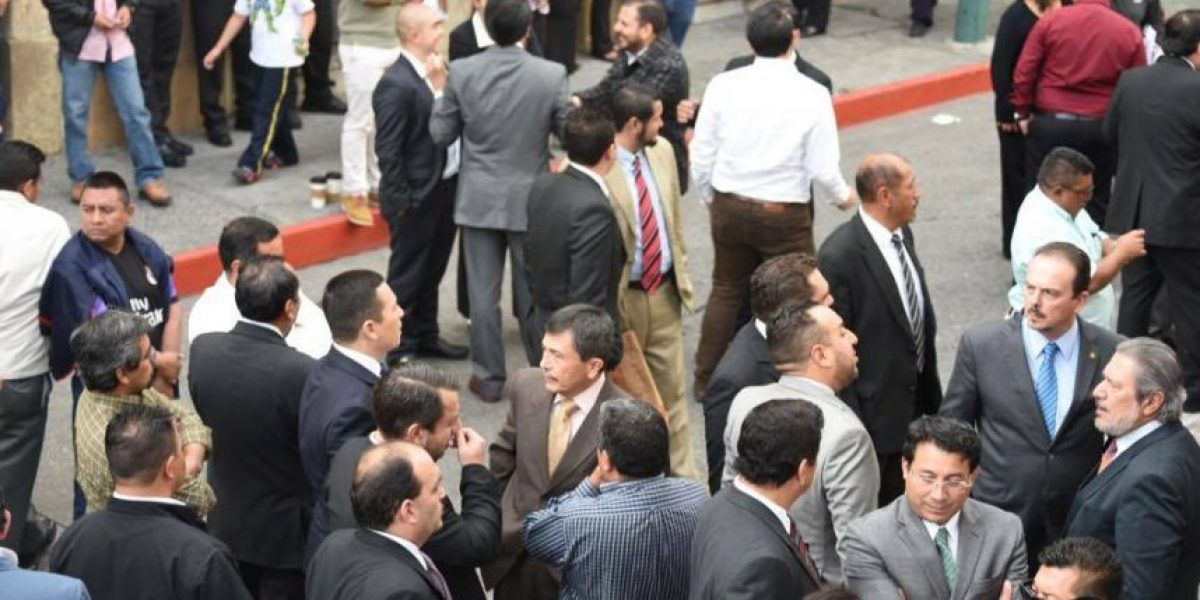 EN IMÁGENES. Manifestantes impidieron ingreso de diputados al Congreso