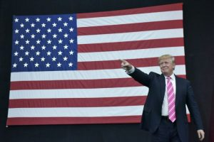 El entonces candidato republicano a la presidencia estadounidense, Donald Trump, en un mítin en Manheim, Pensilvania (EEUU), el 2 de octubre de 2016 Foto:Mandel Ngan/afp.com