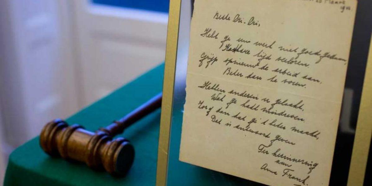Poema hecho a mano y firmado por Ana Frank es subastado por casi $150 mil