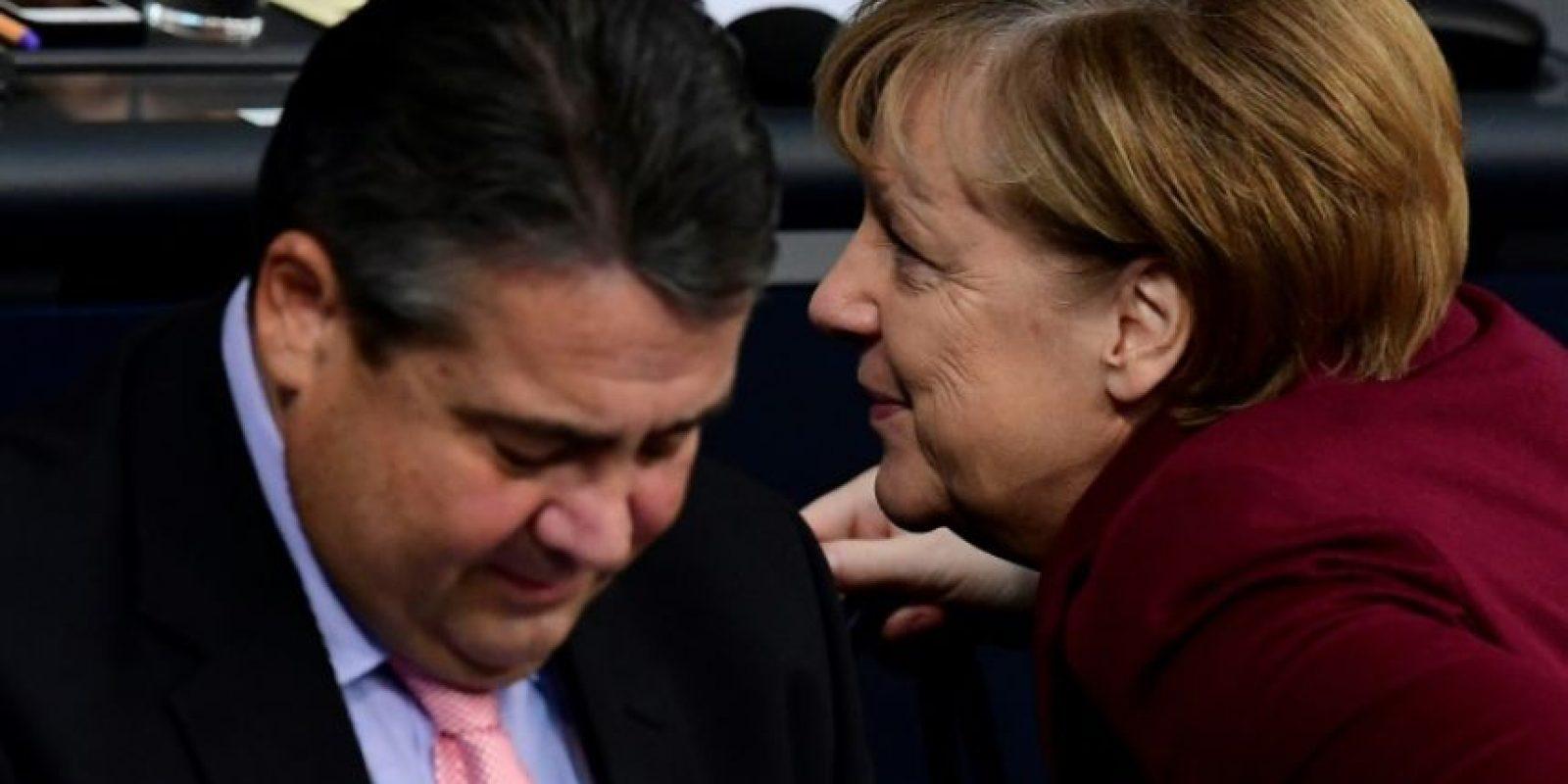 La canciller alemana, Angela Merkel, y el vicecanciller y ministro de Economía, Sigmar Gabriel, en una sesión en la cámara baja, en Berlín, el 24 de noviembre de 2016 Foto:Tobias Schwarz/afp.com