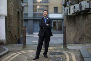 Nicolas Hatton, un francés residente en Brighton, Inglaterra, se ha puesto al frente de los europeos que viven en Reino Unido y que se ven afectados por el voto a favor del Brexit. En la imagen, el 11 de octubre de 2016 antes de una entrevista Foto:Daniel Leal-Olivas/afp.com
