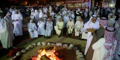 Unos kuwaitíes se reúnen para un mitin de campaña a propósito de las elecciones parlamentarias, en Kuwait, el 23 de noviembre de 2016 Foto:Yasser Al-Zayyat/afp.com