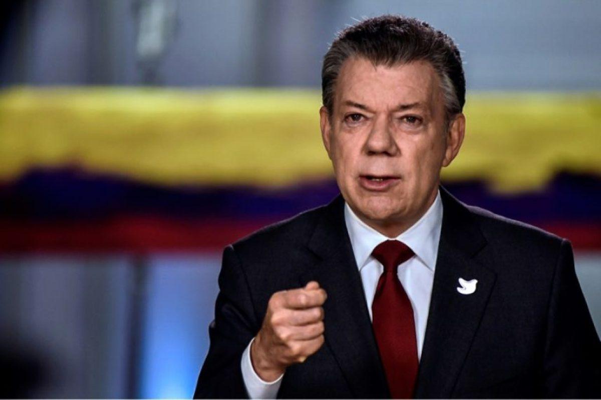 Una fotografía, difundida el 22 de noviembre de 2016, muestra al presidente de Colombia, Juan Manuel Santos anunciando la firma del nuevo acuerdo de paz con las FARC, en Bogotá Foto:Ho/afp.com
