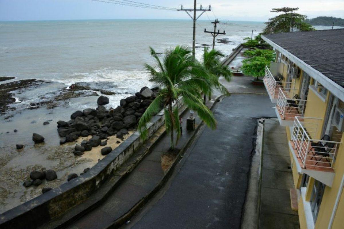 La ciudad costera de Limón, a 160 km de San José de Costa Rica, recibe los embates del huracán Otto el 24 de noviembre de 2016 Foto:Ezequiel Becerra/afp.com