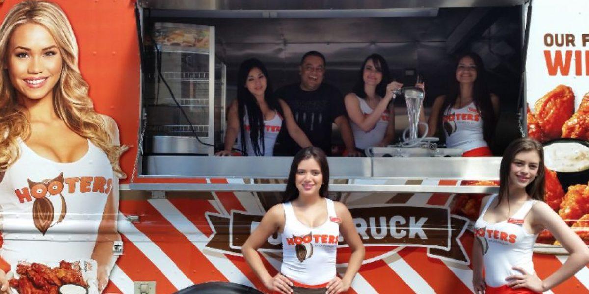 Guatemala lanzará el primer Food Truck Hooters del mundo