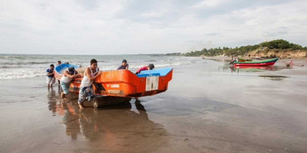 El huracán Otto deja muerte y destrucción en Costa Rica y Nicaragua