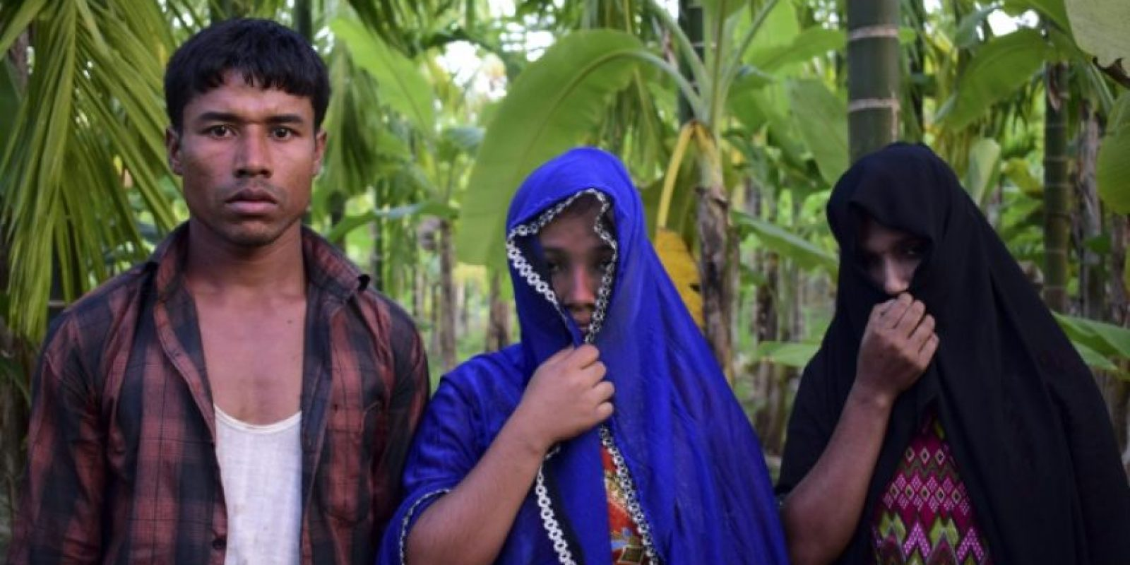 Las hermanas musulmanas rohingyas Mosamat Samira (d), de 18 años, y Mosamat Habiba, de 20, violadas por el ejército birmano en su localidad, Udang, en el estado birmano de Rajin, fotografiadas el 24 de noviembre de 2016 en Teknaf, Bangladés Foto:Sam Jahan/afp.com