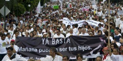 Miles de personas se manifiestan en contra de la violencia en las calles de Cuercavaca, en el estado de Morelos situado a 80 km de Ciudad de México, el 6 de abril de 2011 Foto:Omar Torres/afp.com
