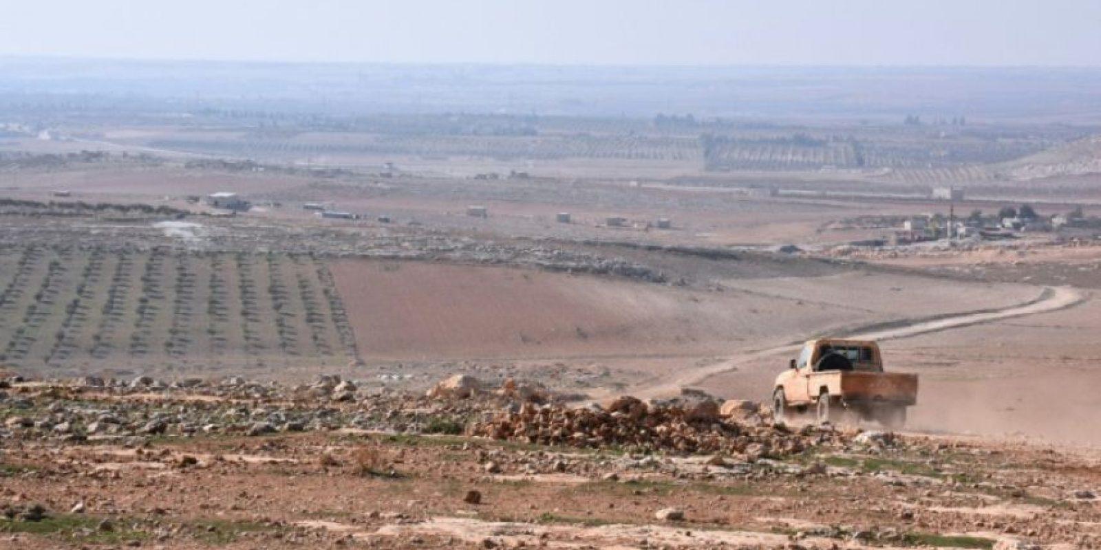 Las fuerzas gubernamentales sirias avanzan en la recapturada ciudad de Juba durante una ofensiva hacia Al Bab, en la provincia de Alepo, el 25 de noviembre de 2016 Foto:George Ourfalian/afp.com
