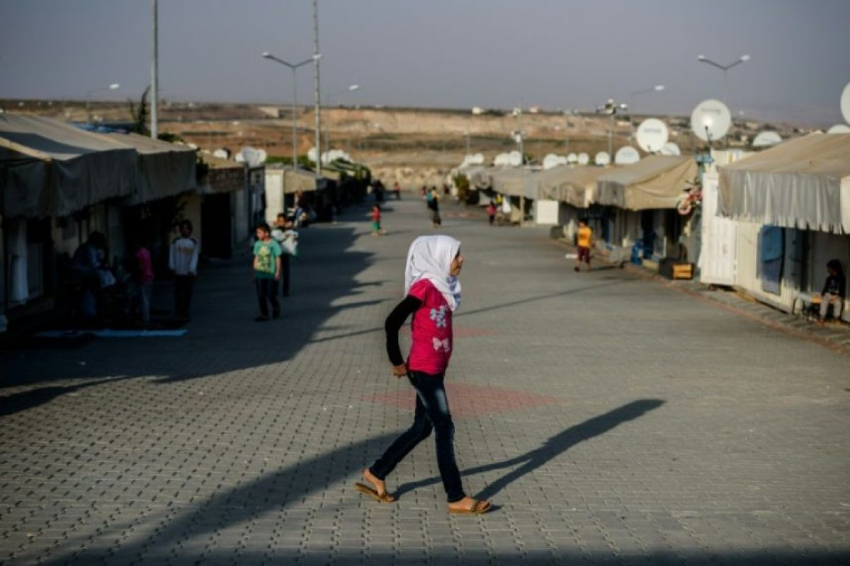 Una niña siria camina por un campo de refugiados en Gaziantep, en el sur de Turquía, el 23 de octubre de 2016 Foto:Ozan Kose/afp.com