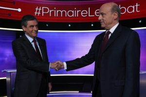 François Fillon (I) y Alain Juppé, previo a un debate televisado, el 24 de noviembre de 2016 Foto:Eric Feferberg/afp.com