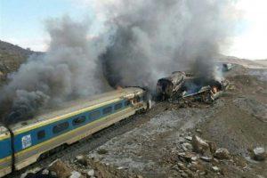 Los trenes siniestrados en la provincia iraní de Semnan, a 250 kilómetros de Teherán, el 25 de noviembre de 2016 Foto:HO/afp.com