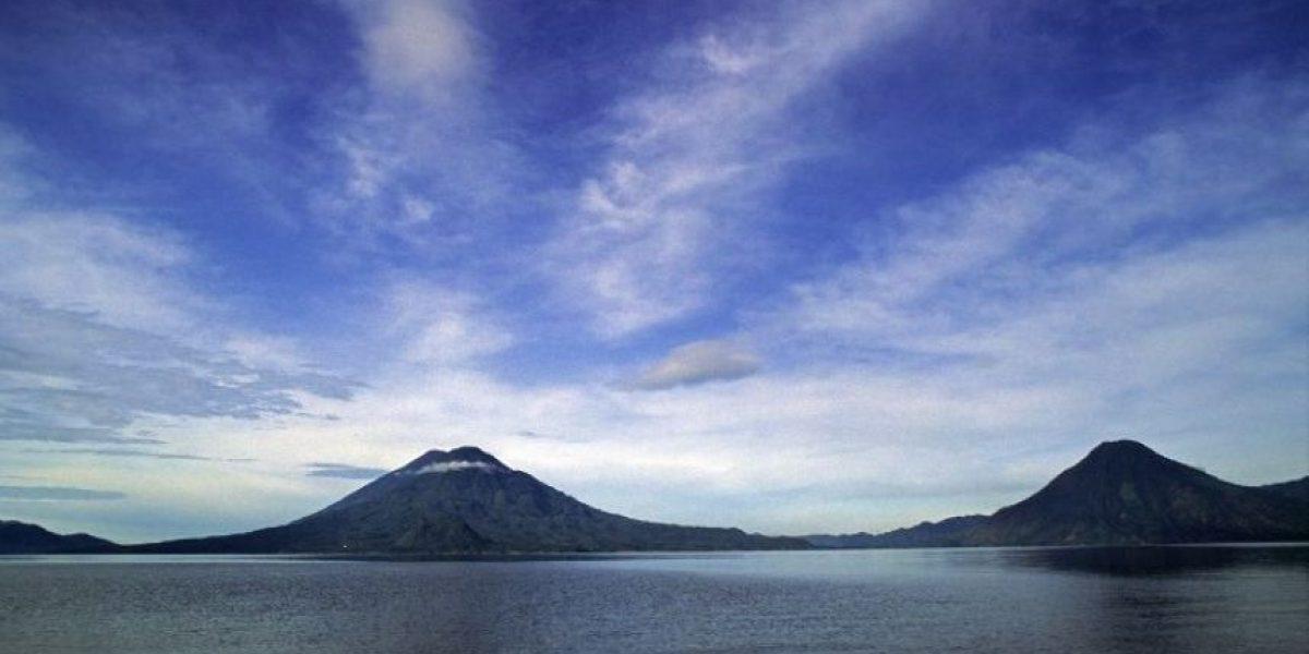 Invitan a visitar a Guatemala con foto equivocada de Lago de Atitlán y así le responden