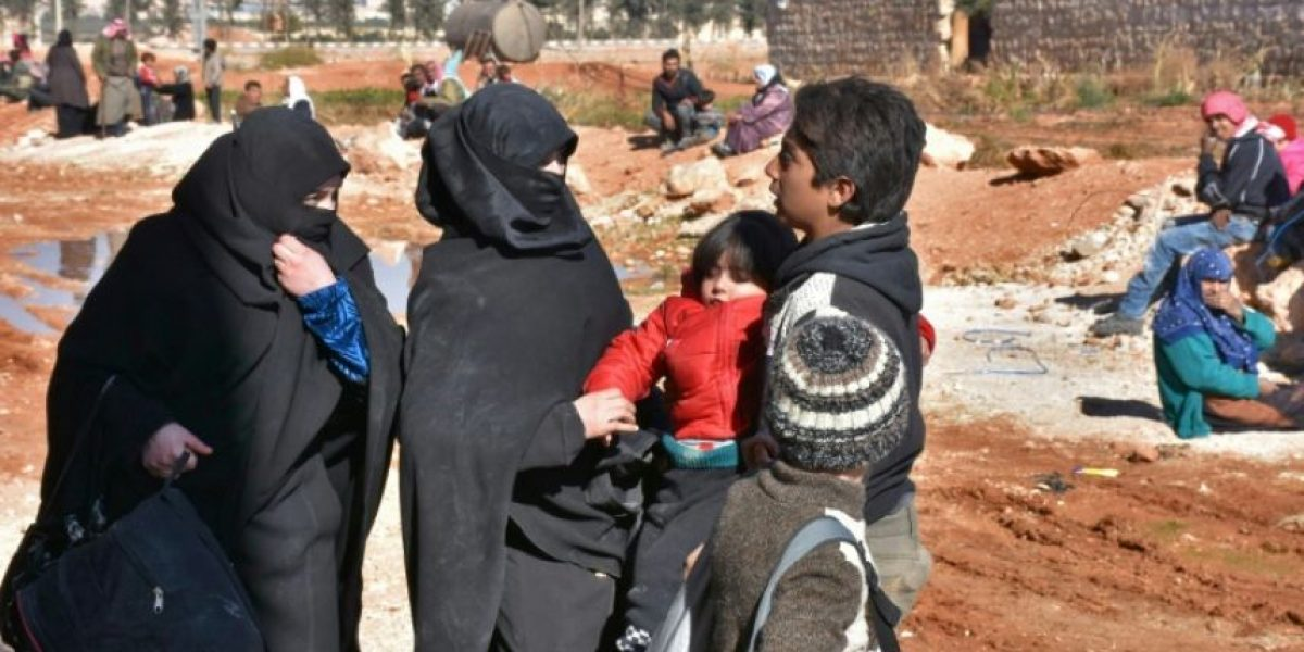 Miles huyen del este de Alepo hacia zonas controladas por el régimen