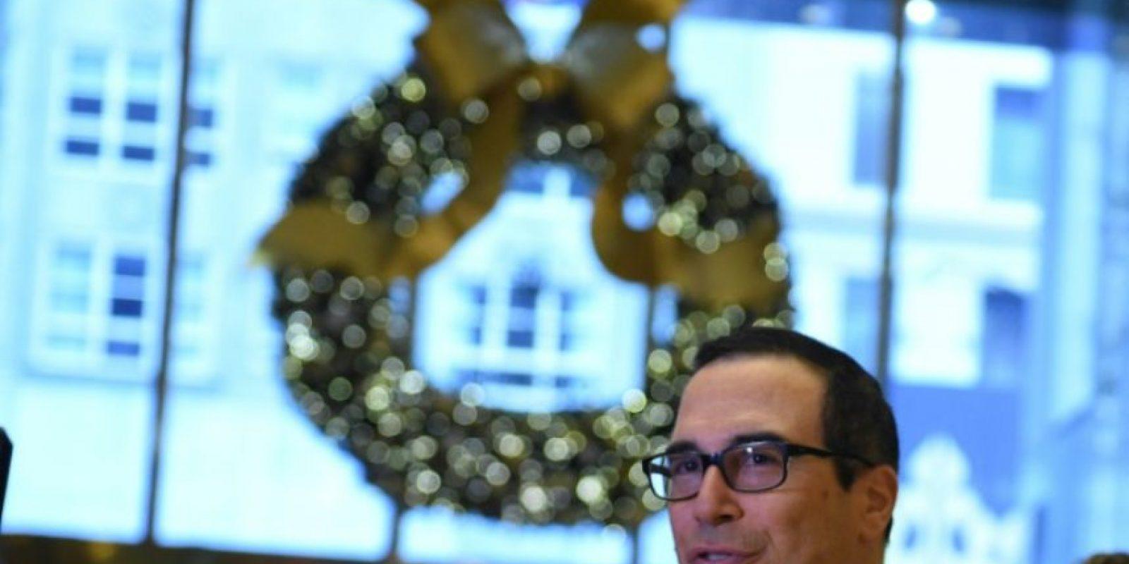 El exejecutivo del banco Goldman Sachs Steven Mnuchin, nombrado secretario del Tesoro de EEUU, llega a una reunión en la Torre Trump de Nueva York el 30 de noviembre de 2016 Foto:Timothy A. Clary/afp.com