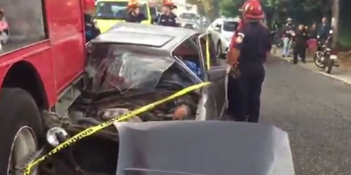 Mujer fallece y su hija resulta herida tras accidente de tránsito en zona 14
