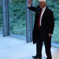 El presidente electo de EEUU, Donald Trump, llega a una reunión en la sede del diario New York Times en Nueva York el 22 de noviembre de 2016 Foto:Timothy A. Clary/afp.com