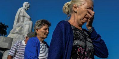 Mujeres esperan para presentar sus respetos al icono cubano Fidel Castro, antes de una serie de homenajes en La Habana, el 28 de noviembre de 2016 Foto:Adalberto Roque/afp.com
