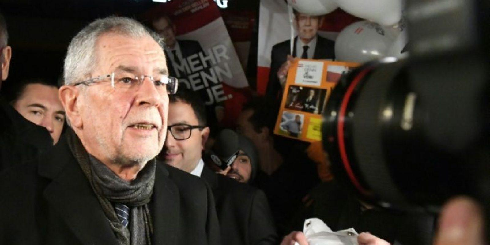 El candidato presidencial austríaco Alexander van der Bellen, profesor univeristario de los Verdes, antes de un debate que se emitió en televisión desde Viena, el 27 de noviembre de 2016 Foto:Joe Klamar/afp.com