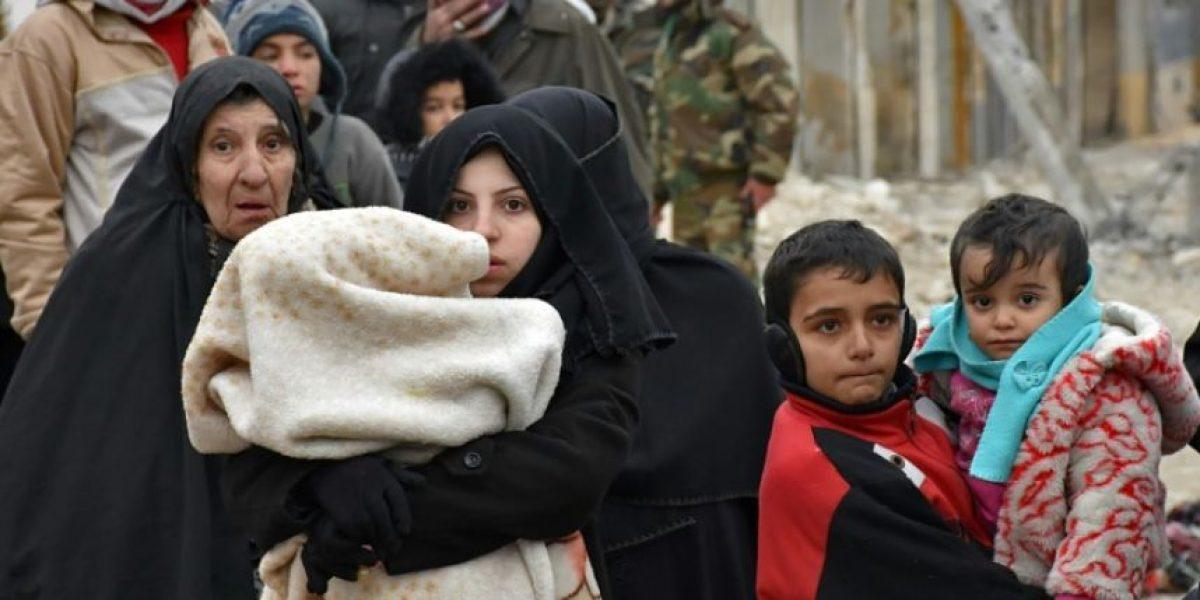 Los desplazados de Alepo buscan agotados la paz