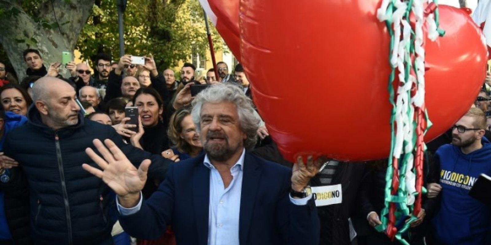 El líder del Movimiento Cinco Estrellas, Beppe Grillo, en una manifestación de cara al referéndum constitucional en Italia, el 26 de noviembre de 2016 en Roma Foto:Filippo Monteforte/afp.com