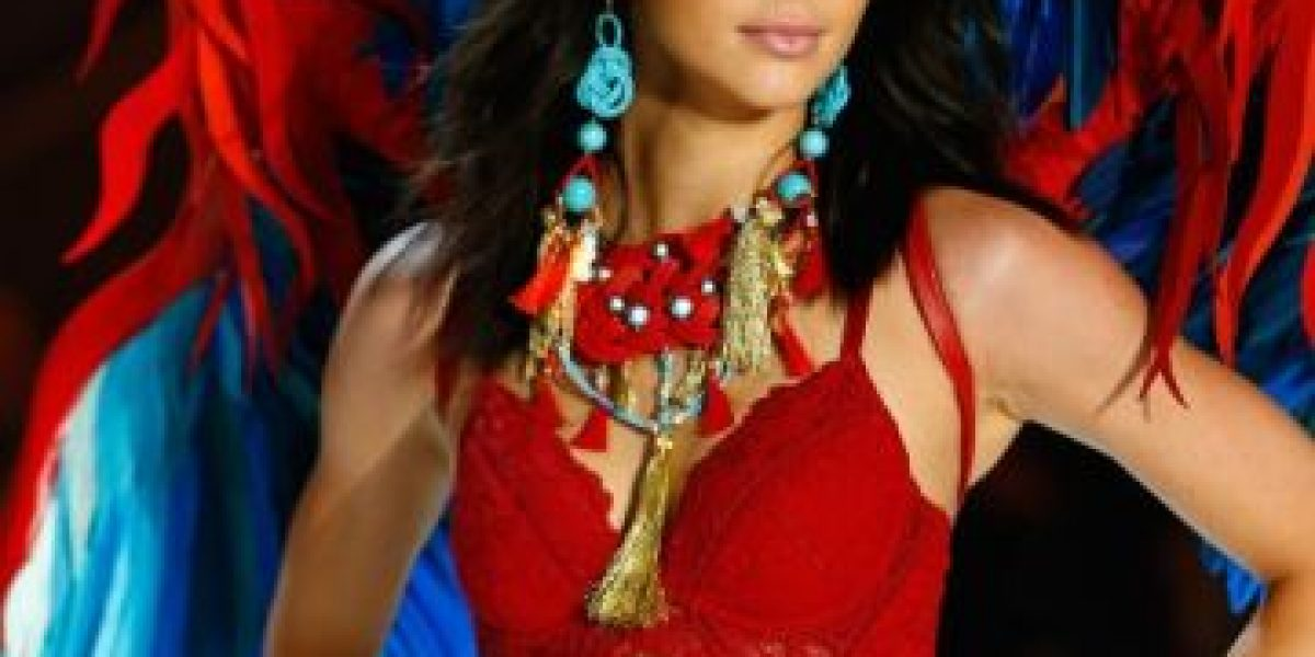 EN IMÁGENES. Kendall Jenner deslumbra con lencería en desfile de Victoria's Secret