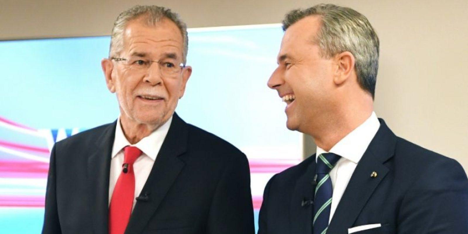 Los candidatos a la presidencia de Austria, Alexander van der Bellen (izq), de los Verdes, y Norbert Hofer, de la ultraderecha, en Viena el 1 de diciembre de 2016 Foto:Roland Schlager/afp.com