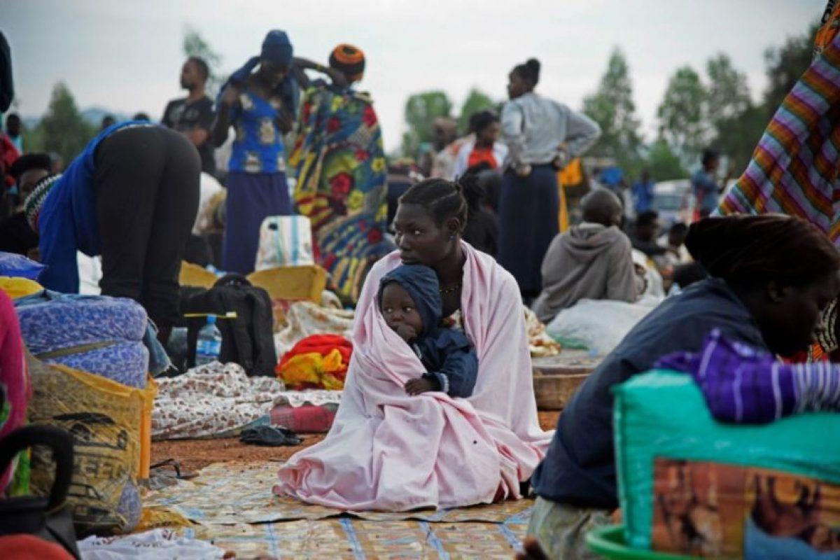 Una mujer sursudanesa junto a su hijo en un campo de refugiados ugandés en la frontera con Sudán del Sur, en Nimule, en la región de Amaru, el 16 de julio de 2016 Foto:Isaac Kasamani/afp.com