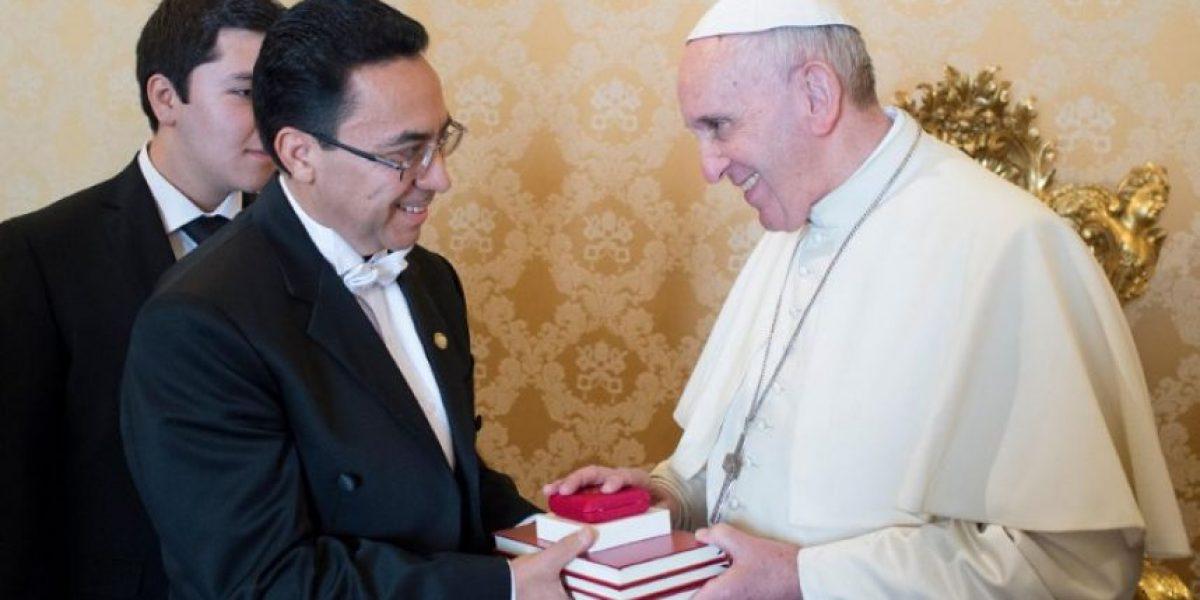 Embajador de Guatemala presenta cartas credenciales al Papa Francisco