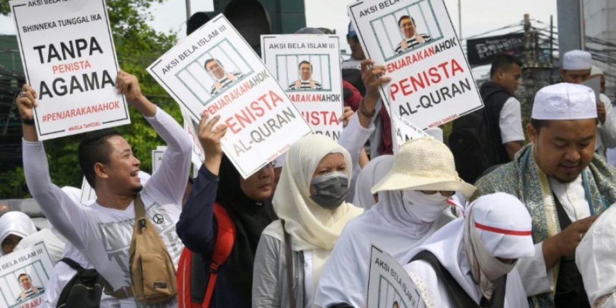 Más de 200.000 musulmanes protestan en Indonesia contra un gobernador cristiano