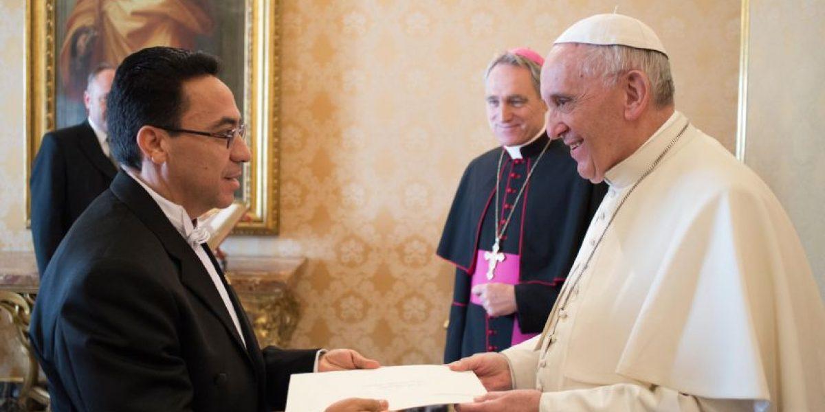 El embajador de Guatemala ante la Santa Sede presenta sus credenciales al papa Francisco