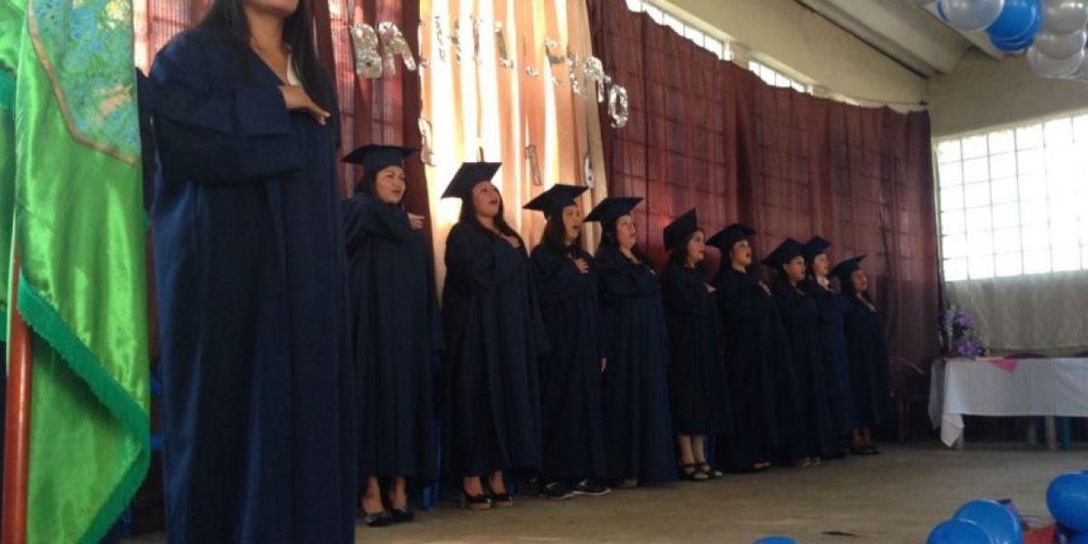 FOTOS. Luego de un año de estudio, 13 mujeres se gradúan como bachilleres tras las rejas