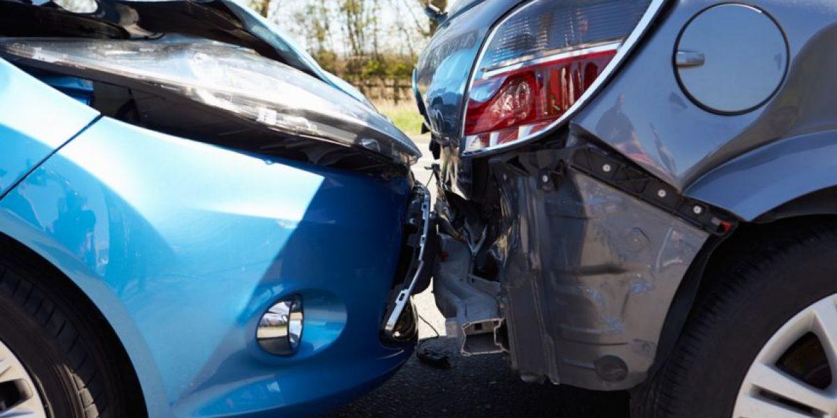 VIDEO. Hombre choca mientras conduce y transmite por Facebook Live