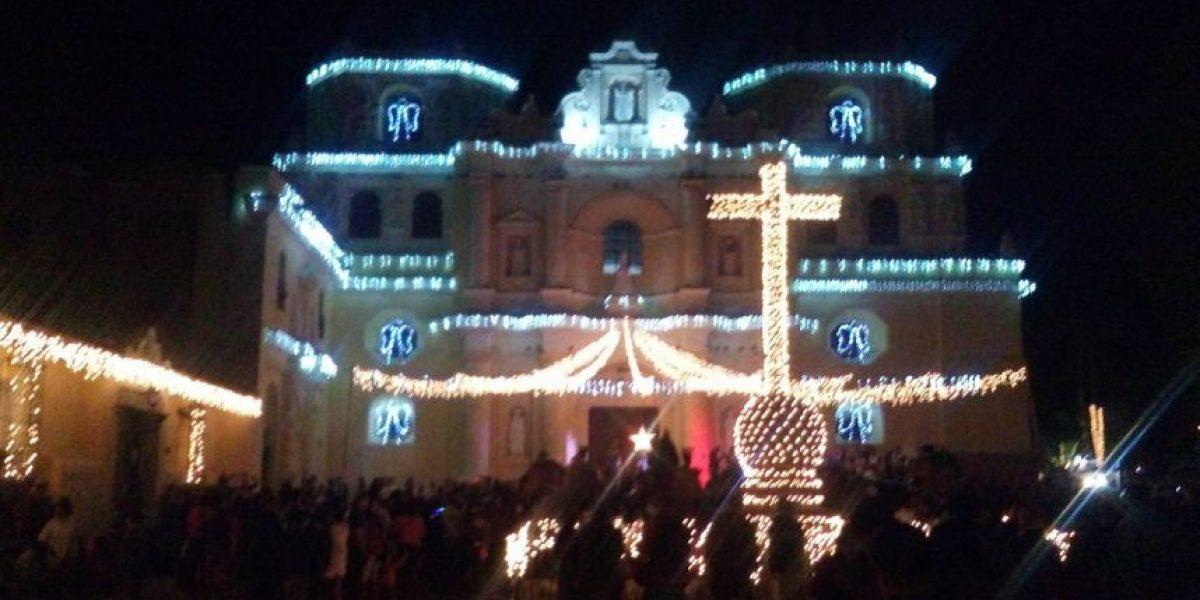 La iglesia La Merced en La Antigua Guatemala fue adornada por la temporada navideña