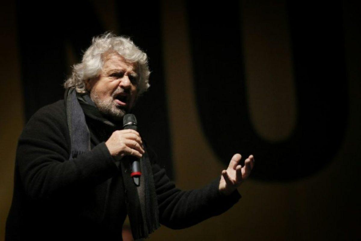 """El líder lde Movimiento 5 Estrellas, Beppe Grillo, hace campaña por el """"no"""" en el referéndum constitucional italiano, el 2 de diciembre de 2016 en la Piazza San Carlo de Turín Foto:Marco Bertorello/afp.com"""