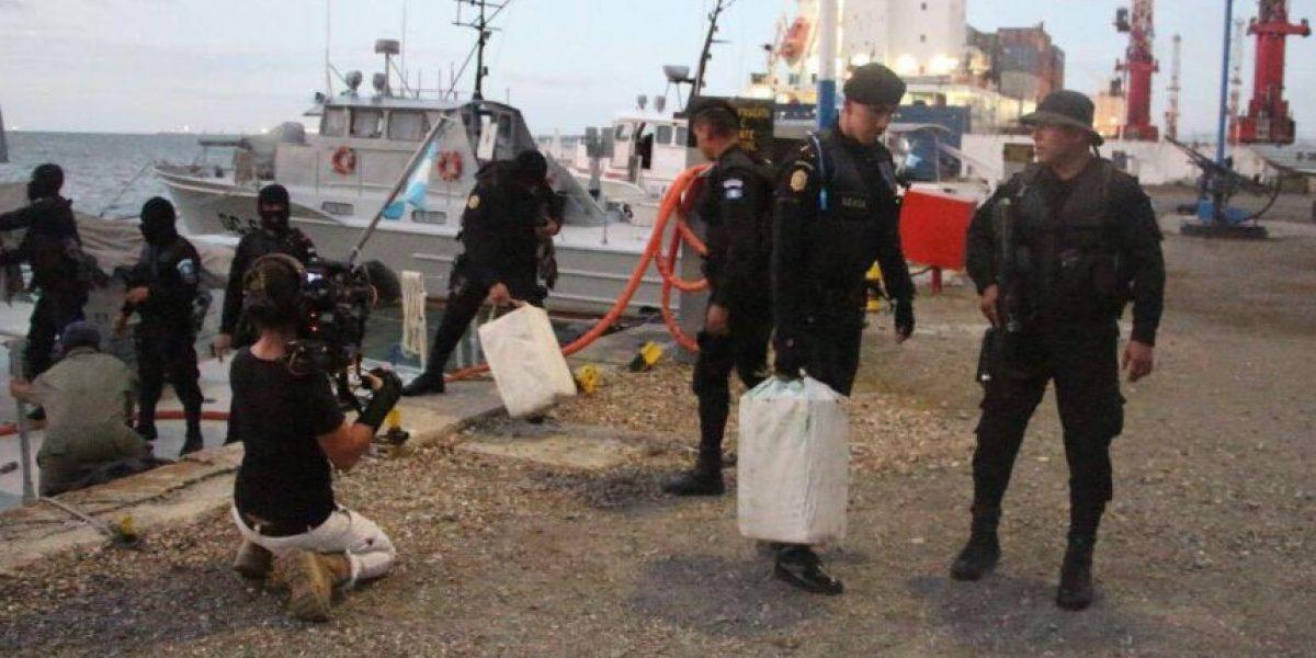 PNC intercepta lancha con 50 costales de supuesta droga