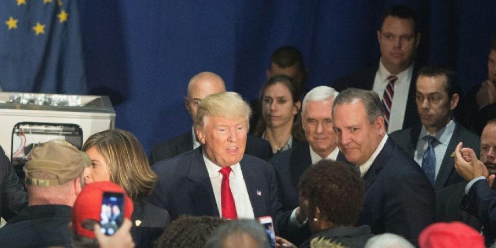 El presidente electo de Estados Unidos Donald Trump (C) en una visita a la fábrica Carrier el 1 de diciembre de 2016 en Indianapolis Foto:Tasos Katopodis/afp.com