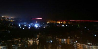 Un bombardeo del régimen sirio sobre una zona rebelde del este de Alepo el 5 de diciembre de 2016 Foto:Youssef Karwashan/afp.com