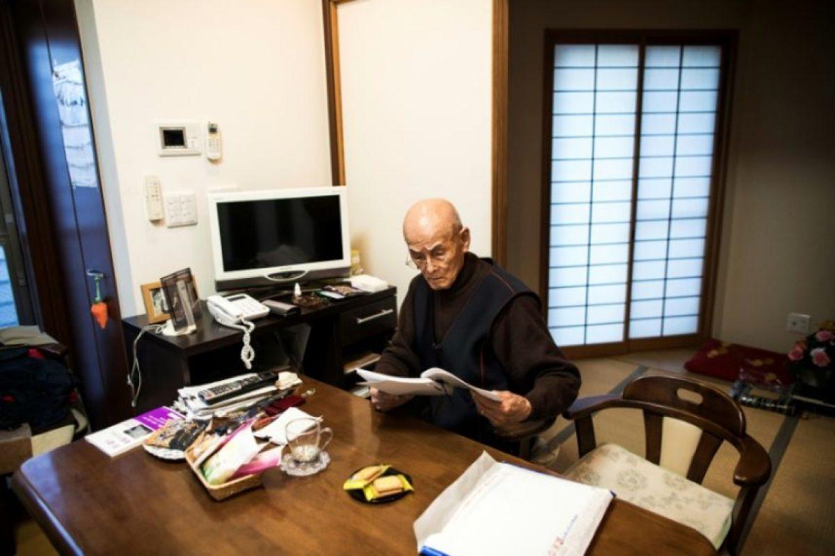 Kuniyoshi Takimoto, mecánico militar japonés durante la ofensiva a Pearl Habor en 1941, repasa el 3 de diciembre de 2016 en su casa en Osaka el discurso que dará durante la ceremonia del aniversario del ataque Foto:Behrouz Mehri/afp.com