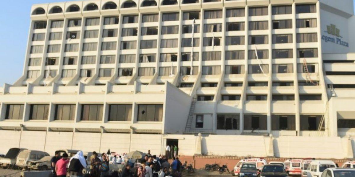 Al menos 11 muertos y 75 heridos en el incendio de un hotel en Pakistán