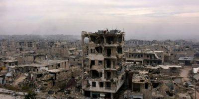 Foto del 5 de diciembre de 2016 muestra edificios destruidos en el barrio oriental de al-Shaar, en Alepo, Siria, en medio del avance de tropas progubernamentales sirias. Foto:GEORGE OURFALIAN/afp.com