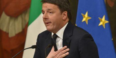 """Matteo Renzi anuncia su dimisión como primer ministro italiano el 5 de diciembre de 2016 en Roma, tras la derrota del """"sí"""" en el referéndum constitucional Foto:Andreas Solaro/afp.com"""