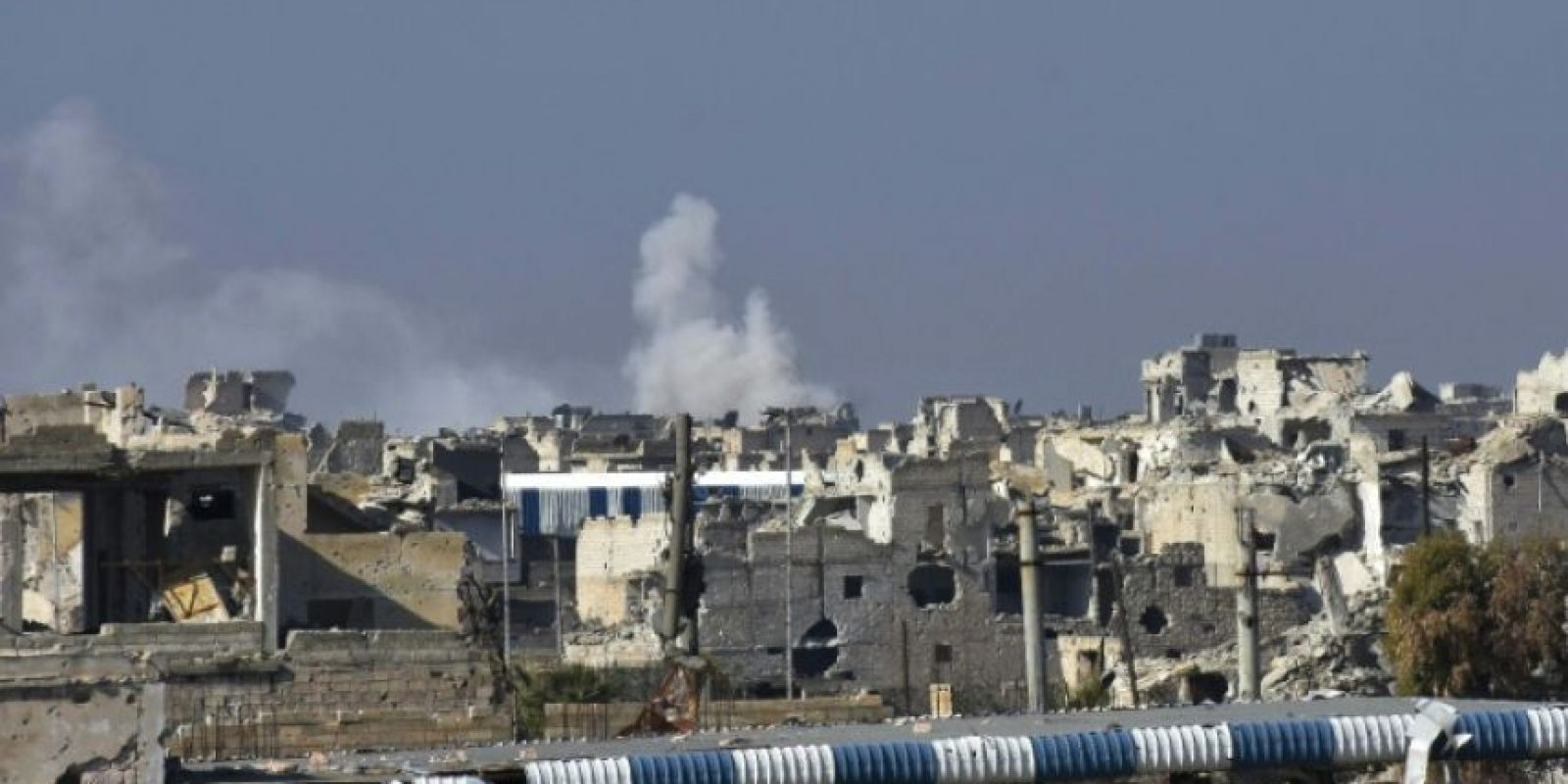 Combates entre las fuerzas del gobierno sirio y los rebeldes en el este de Alepo el 4 de diciembre de 2016 Foto:George OURFALIAN/afp.com