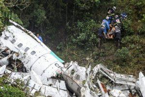 Imagen del avión estrellado de la aerolínea Lamia, que transportaba al equipo brasileño Chapecoense, el 29 de noviembre de 2016 en Cerro Gordo, Colombia Foto:Raul ARBOLEDA/afp.com