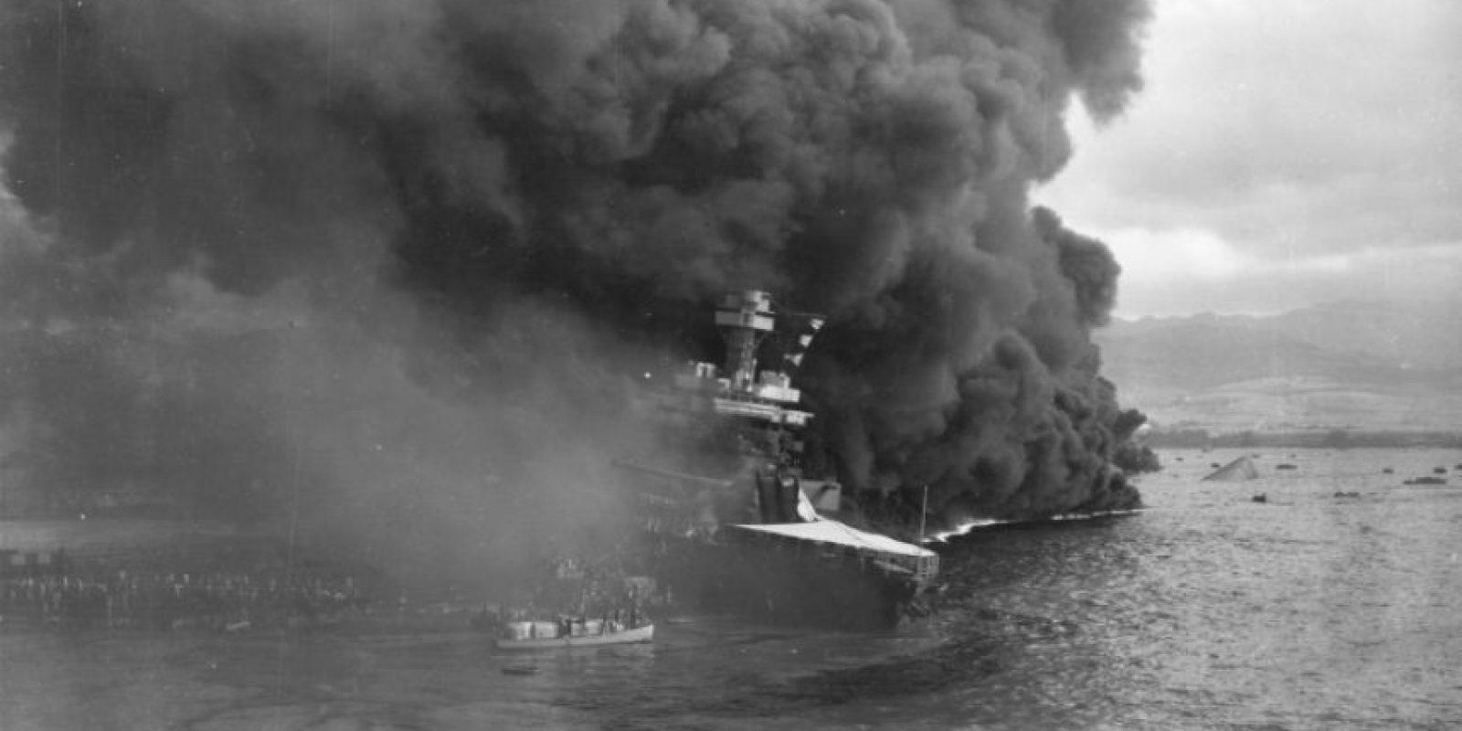 El barco USS California arde tras el ataque japonés a Pearl Harbor el 7 de diciembre de 1941, en una imagen de archivo de la Armada de EEUU Foto:-/afp.com