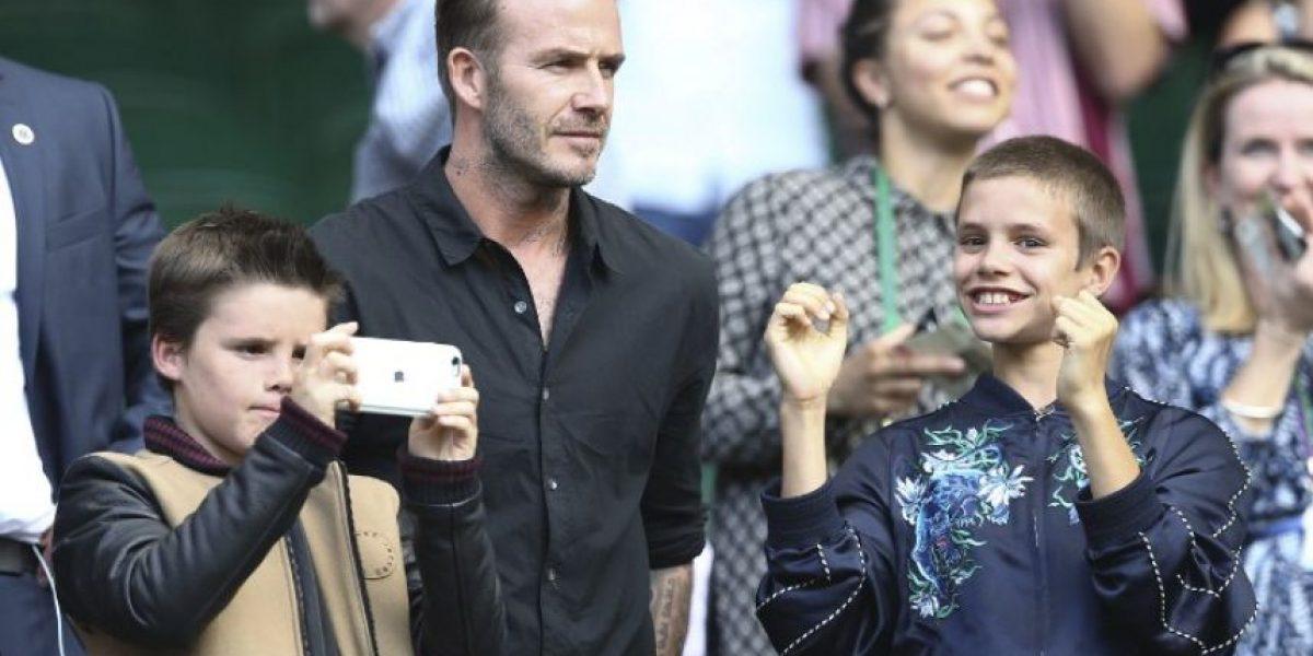 Hijo de David Beckham lanza canción benéfica de Navidad